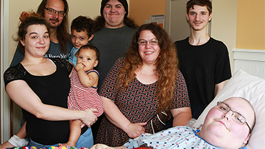Hospice patient Joe Manghan Surrounded by Family
